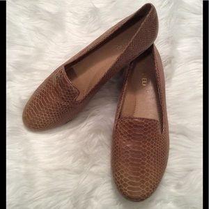 Vaneli light brown snakeskin flats. Super comfy!